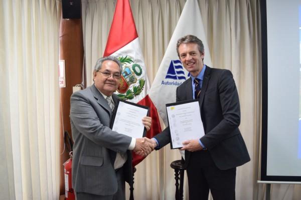 Mr Abelardo De la Torre Villanueva, Head National Water Authority (left) and Ambassador Nicholas McCaffrey, Australian Ambassador to Peru (Lima, Peru, 21 April 2017).