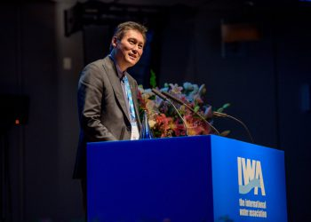 Prof Tony Wong accepts the IWA 2018 Global Water Award