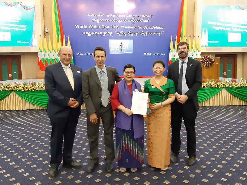 David Dreverman (MDBA), Tira Foran (CSIRO), Prof Dr Khin Ni Ni Thein (NWRC), Aye Myat Mon Kyaw (Batch 1 Myanmar YWP), Rory Hunter (AWP).